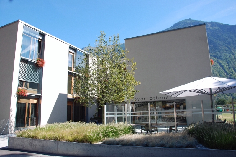 Terrasse & entrée principale