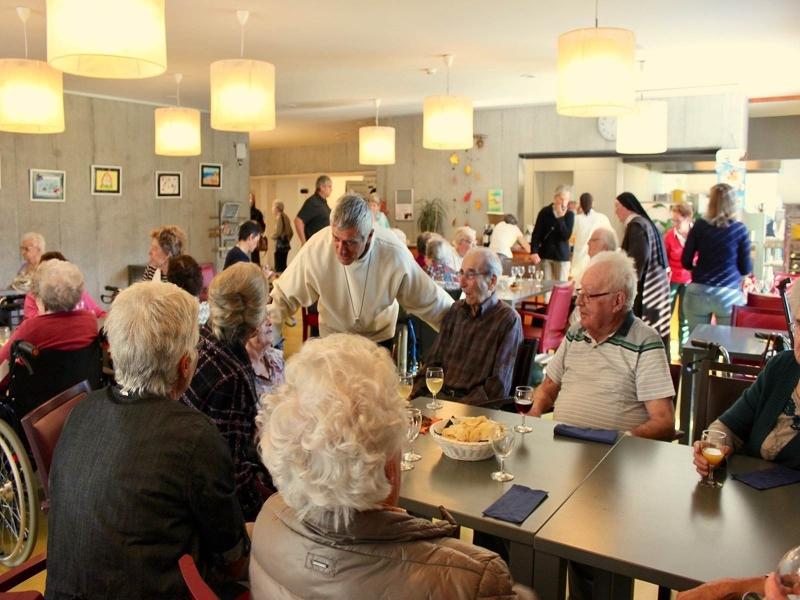 Salutation de Mgr Lovey à nos pensionnaires