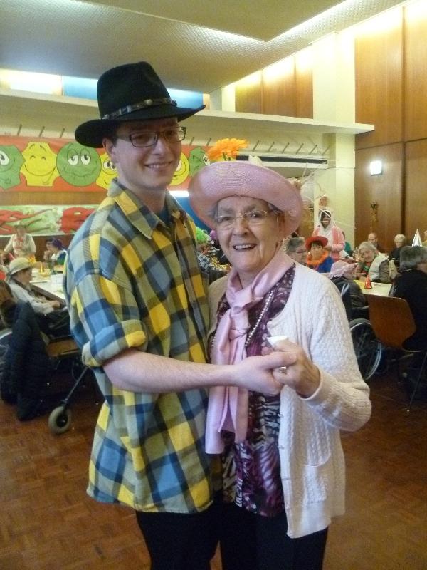 Un pas de danse au carnaval des aînés de Monthey